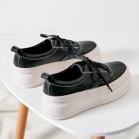 Women May Sneakers In Bla...